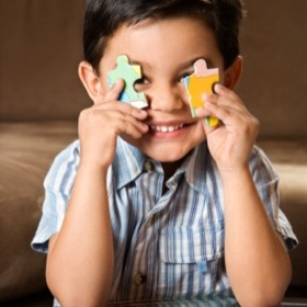 16-boy-playing-puzzle-pieces